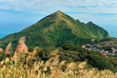 風情照片-基隆山全貌,山形是否真的很像舊日圓頂形的雞籠呢!