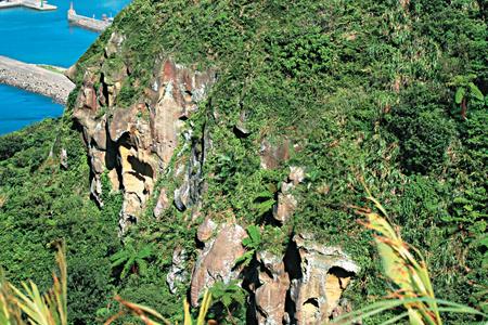 風情照片-槓子寮山稜北面都是陡峭岩壁。