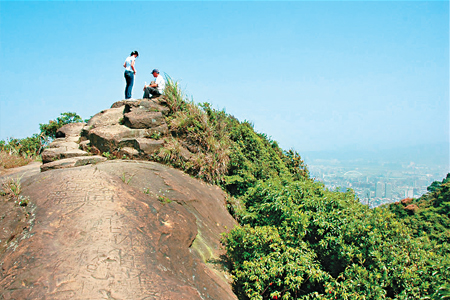 風情照片-拇指山為裸岩山頭,展望佳。