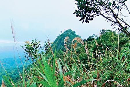 風情照片-大橫屏山系稜脊瘦如鋒刃。圖/陳素恩