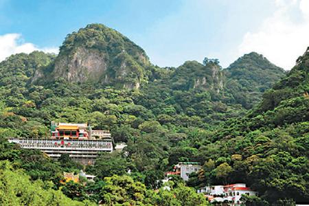 風情照片-鷹仔嘴尖下的凌雲禪寺。