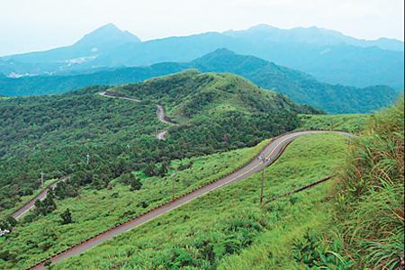 風情照片-自五分山公路眺望基隆火山群。