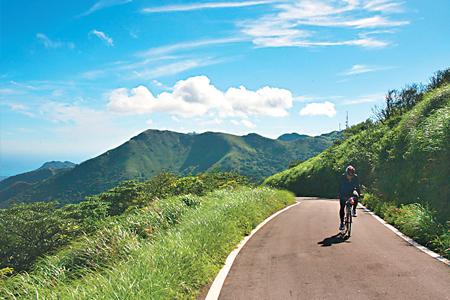 風情照片-柏油路直通大屯山頂。
