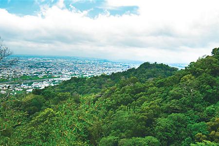 風情照片-尖聳的林牛山。
