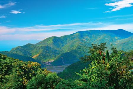 風情照片-由勝林山延伸而來的加奈美山。圖/崔祖錫