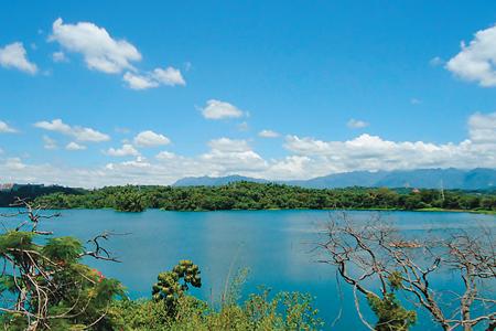 風情照片-由蘭潭觀景樓眺紅毛埤山。