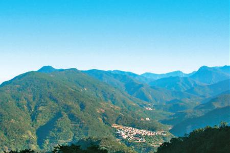 風情照片-詩情畫意的山頂展望景色。圖/王建欽