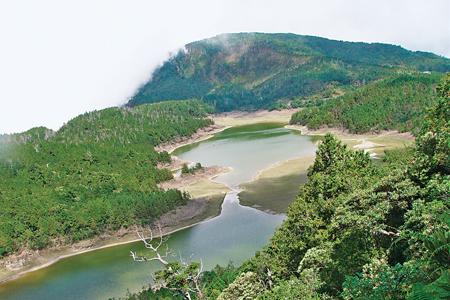 風情照片-環山步道眺翠峰湖。