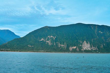風情照片-立霧山東面臨海斷崖,自海中躍出。圖/崔祖錫
