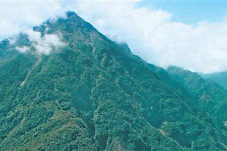 風情照片-大禮部落對望白髮山。
