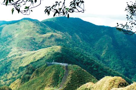 風情照片-三角崙稜線眺聖母峰。